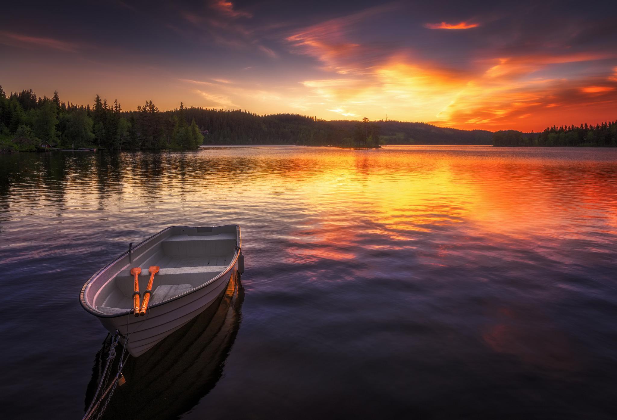лодка-на-воде.jpg