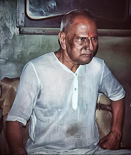 008-1-Nisargadatta_Maharaj.jpg