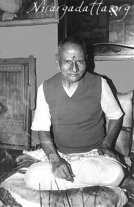 010-1-Nisargadatta_Maharaj.jpg