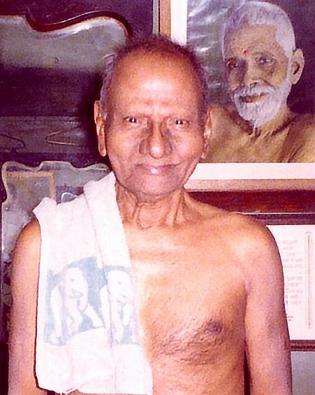 012-1-Nisargadatta Maharaj with a photo of Sri Ramana Maharshi behind.jpg
