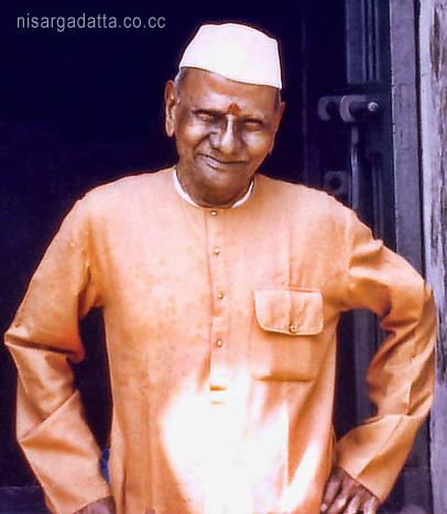 023-1-Nisargadatta Maharaj in front of his residence at Vanmali Bhavan building.jpg