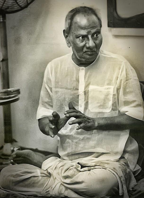 025-1-Nisargadatta_Maharaj.jpg