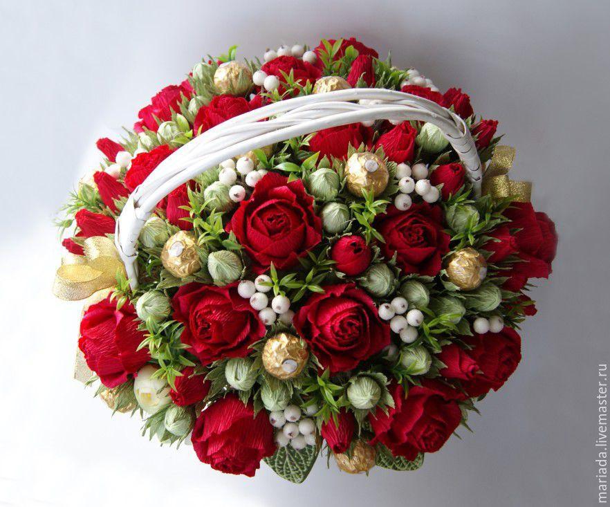 02c30c63e677b5a949b1dd892ea9--tsvety-i-floristika-shikarnaya-korzina-s-konfetami-yubilejnay.jpg