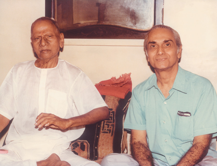030-0-Nisargadatta Maharaj and Ramesh Balsekar.jpg