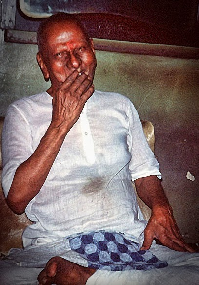 035-0-Maharaj was a chain smoker of bidis.jpg