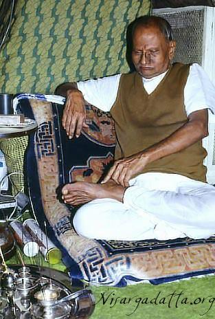 041-0-Nisargadatta_Maharaj.jpg