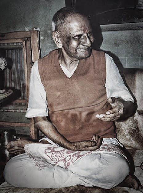 042-Nisargadatta Maharaj during a discourse.jpg