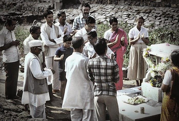052-Bhajan at Samadhi of Siddharameswar Maharaj.jpg