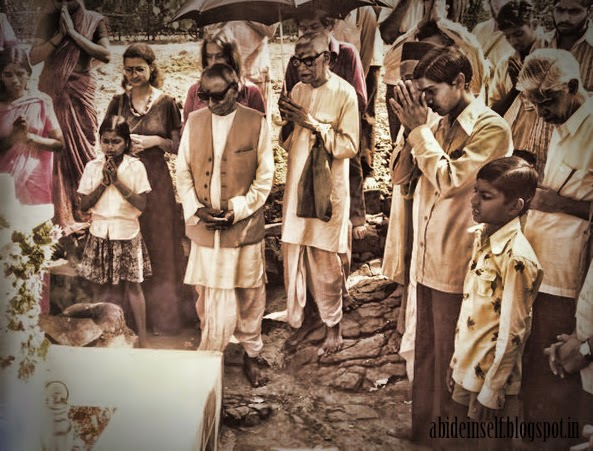053-Bhajans at Siddharameswar Maharaj Samadhi.jpg