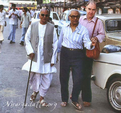 062-0-Nisargadatta Maharaj going for a walk. This was one of his daily routine.jpg