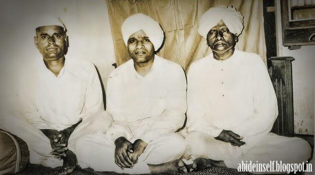 072-Nisargadatta Maharaj with Siddhakadeshwar Maharaj.jpg