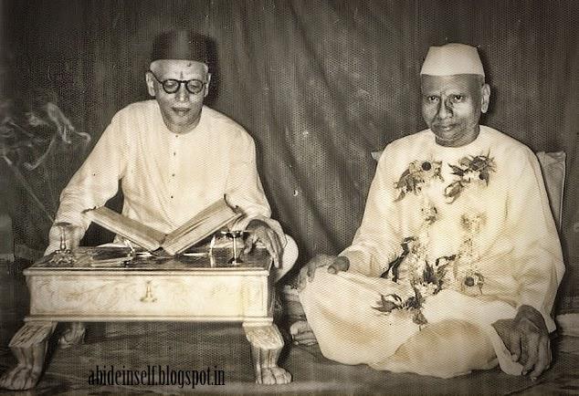 073-Nisargadatta Maharaj with Bhainath Maharaj.jpg