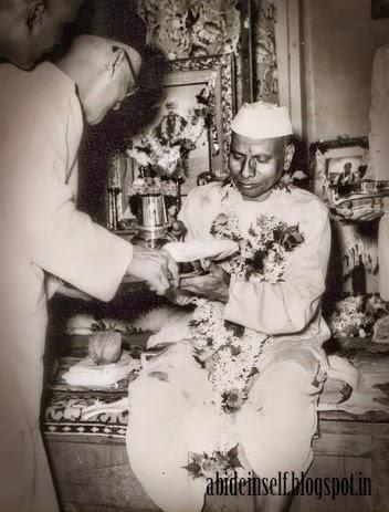 083-Part of Guru worship, gifts are presented to Sri Nisargadatta Maharaj.jpg