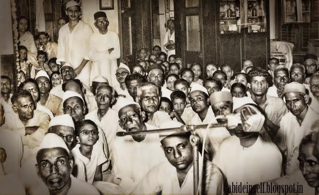 088-The gathering to hear the talks of Sri Nisargadatta Maharaj.jpg