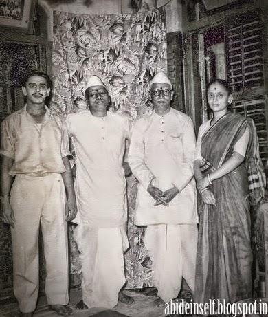 095-Nisargadatta Maharaj with Bhainath Maharaj.jpg