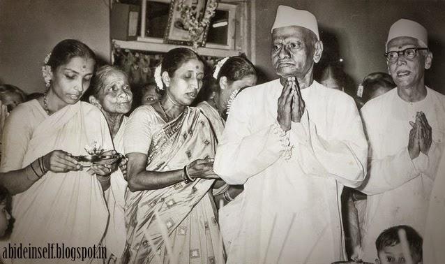 098-Nisargadatta Maharaj and Bhainath Maharaj.jpg