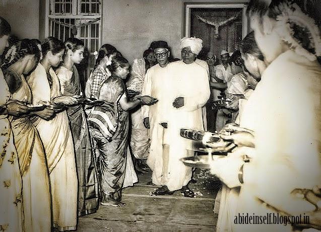099-Devotees welcome Nisargadatta Maharaj and Bhainath Maharaj.jpg