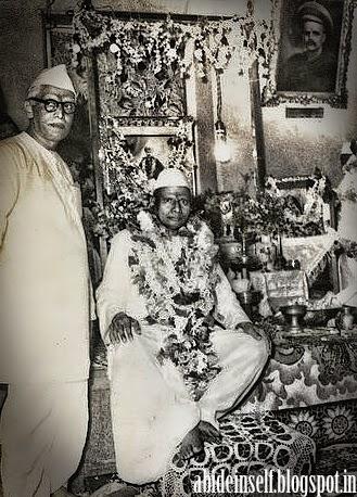 101-Nisargadatta Maharaj and Bhainath Maharaj.jpg