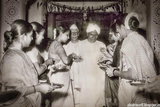 108-Devotees welcome Sri Nisargadatta Maharaj and Sri Bhainath Maharaj.jpg