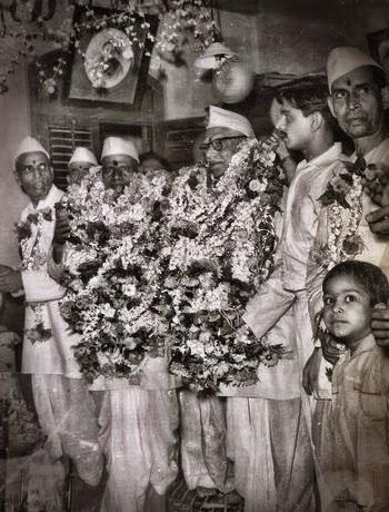 110-Nisargadatta Maharaj and Bhainath Maharaj.jpg