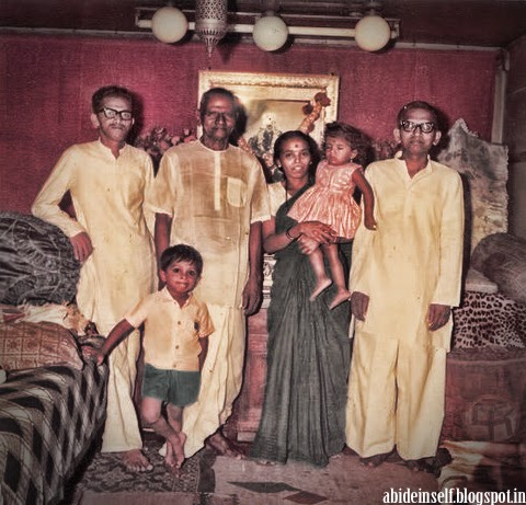 131-Nisargadatta Maharaj with his son Chittaranjan and Grandchildren.jpg
