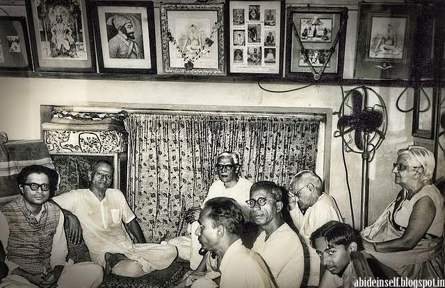 132-Nisargadatta Maharaj, Bhainath Maharaj and Maurice Frydman.jpg