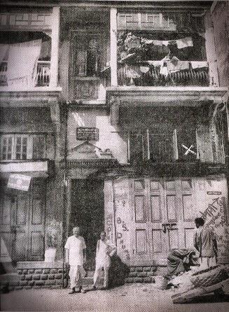 137-Nisargadatta Maharaj with Mr.Hate in front of Vanmali Building.jpg