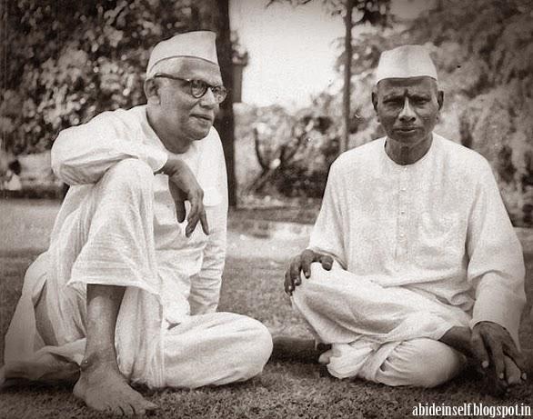 158-Nisargadatta Maharaj and Bhainath Maharaj.jpg