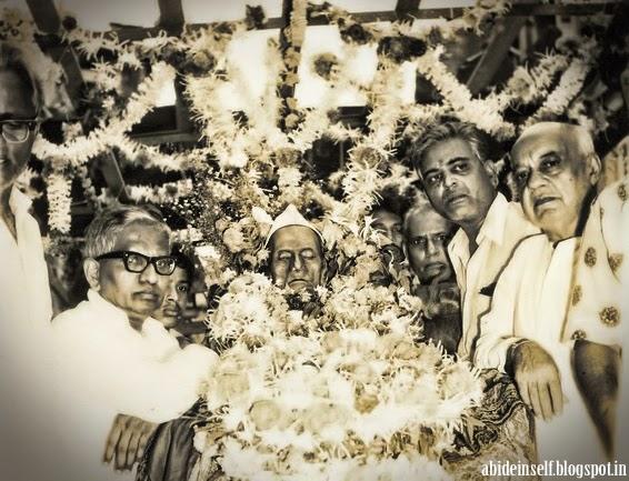 172-0-Mahasamadhi of Nisargadatta Maharaj.jpg