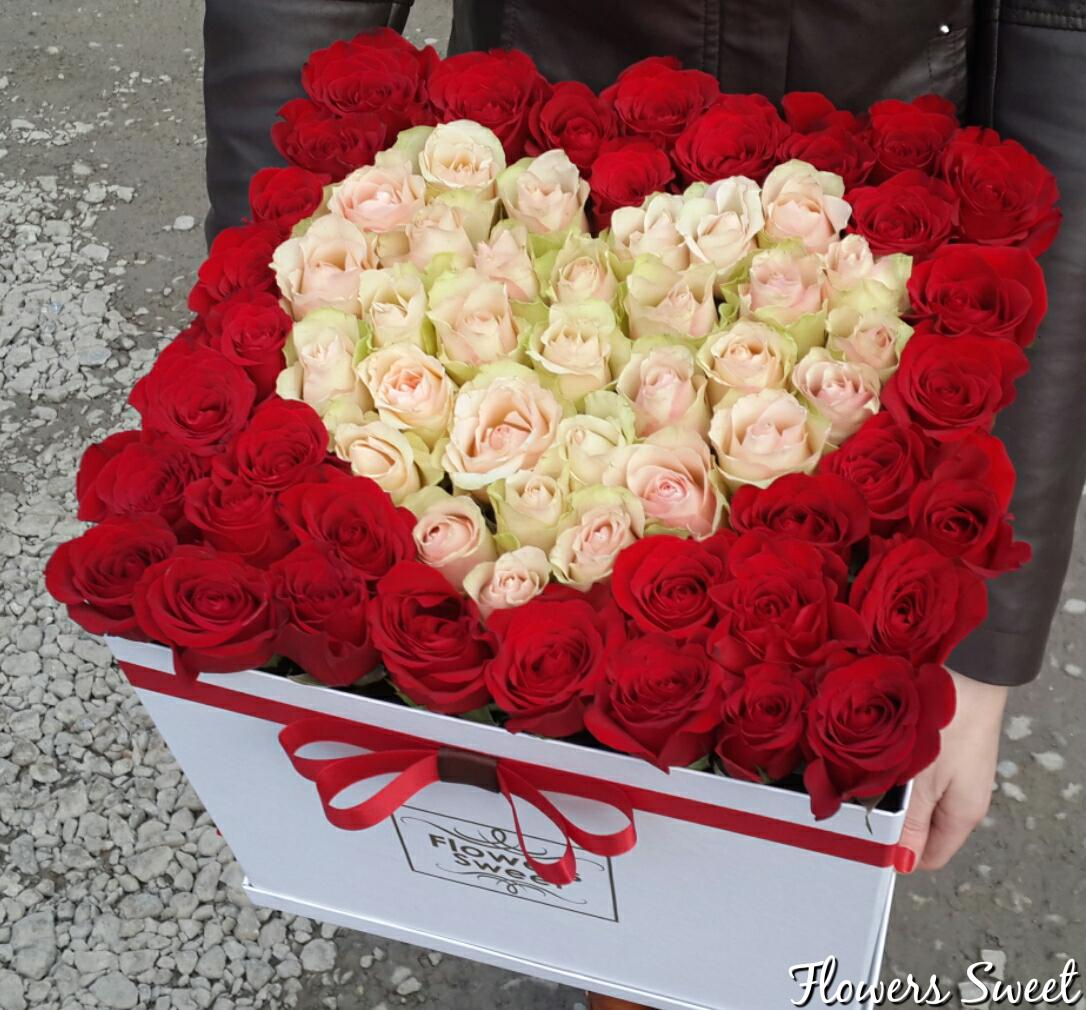 Букеты цветов в коробочках фото