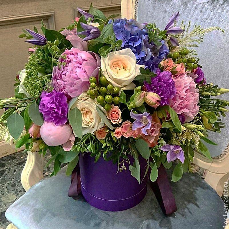 5297e55b89722a54741f2d61a98i--tsvety-floristika-korobka-s-tsvetami-violets.jpg