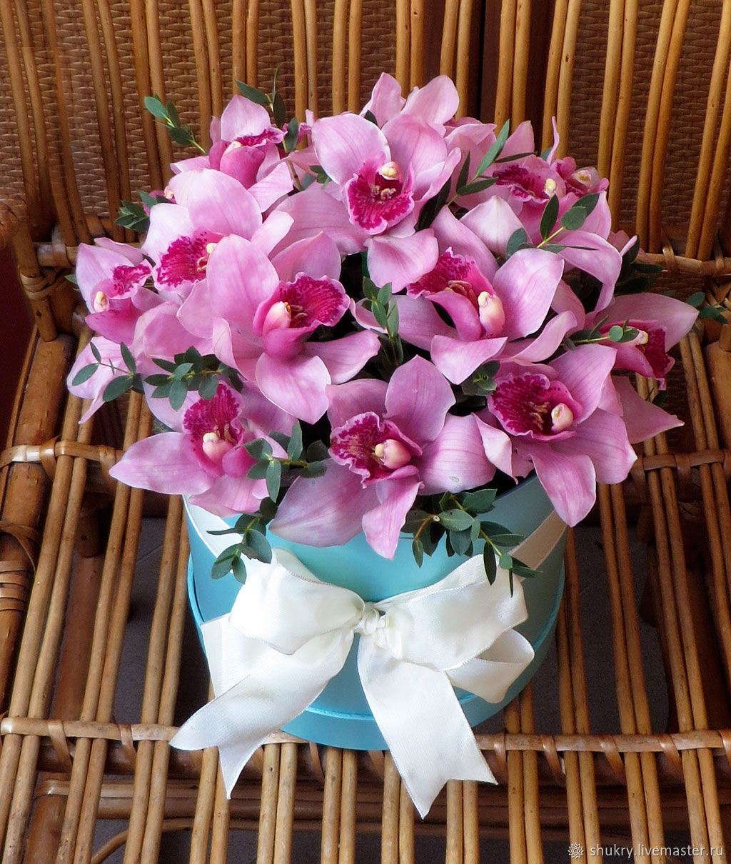 aa147ba1b0c8fb7ed631d992c8we--tsvety-i-floristika-shlyapnaya-korobka-orhidei.jpg