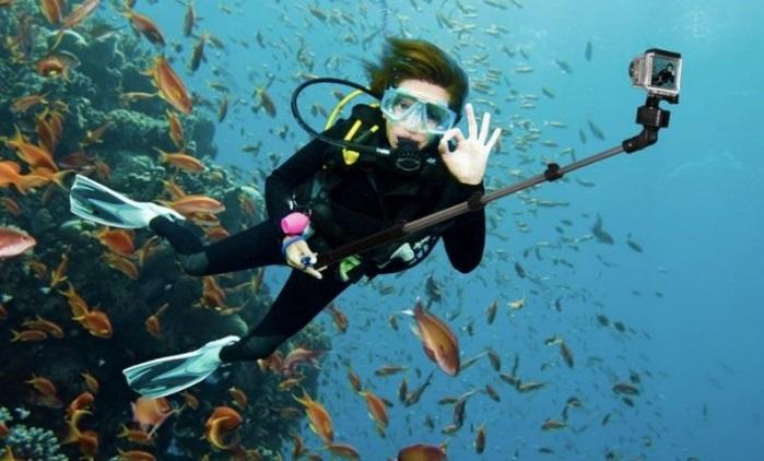 braun-underwater-selfie-stick_4.jpg
