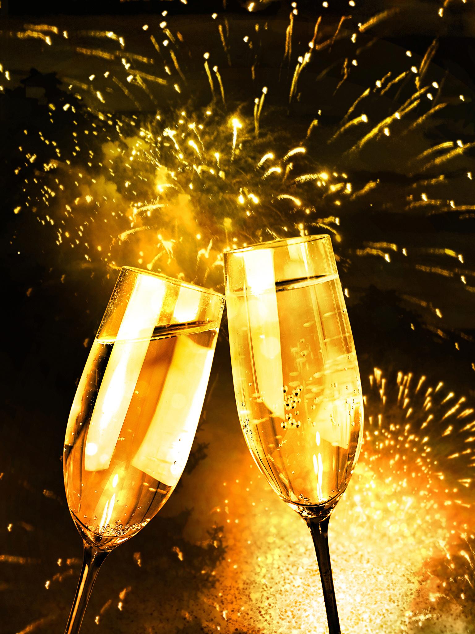 Christmas_Fireworks_Champagne_Stemware_Two_538621_1536x2048.jpg