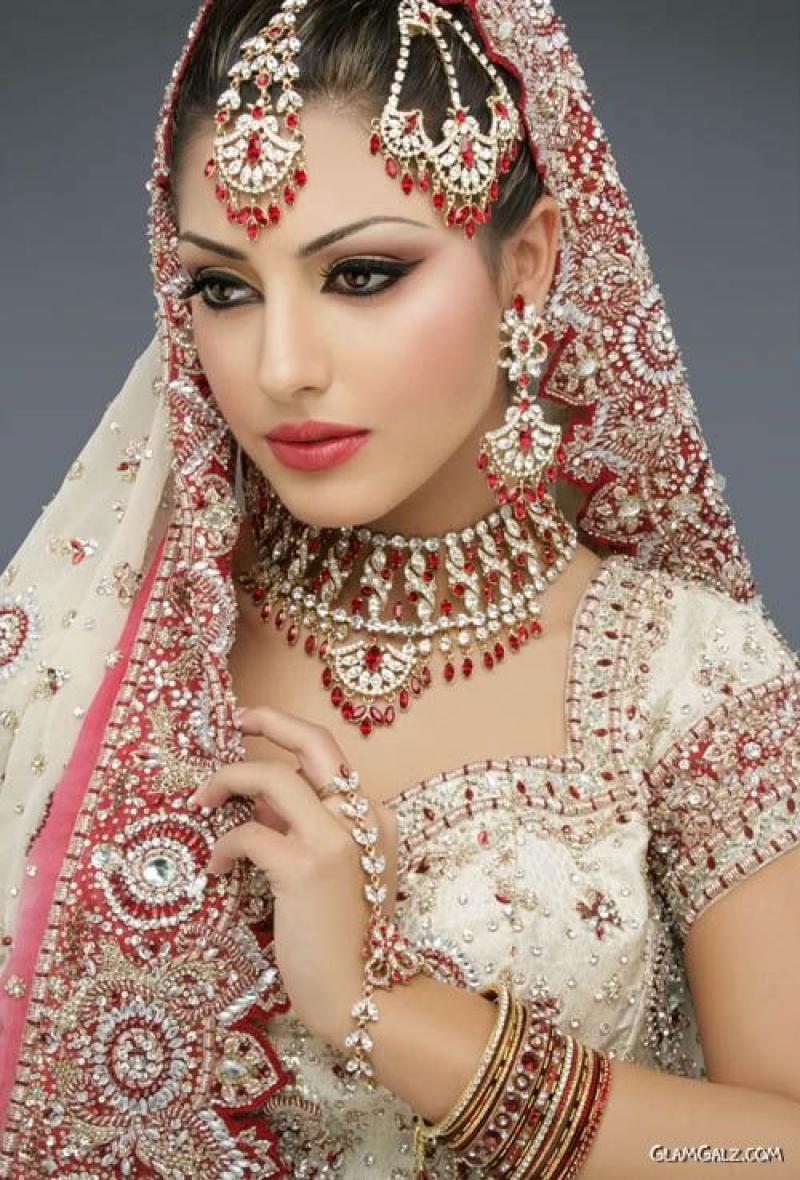 colourful-indian-brides_13 (1).jpg