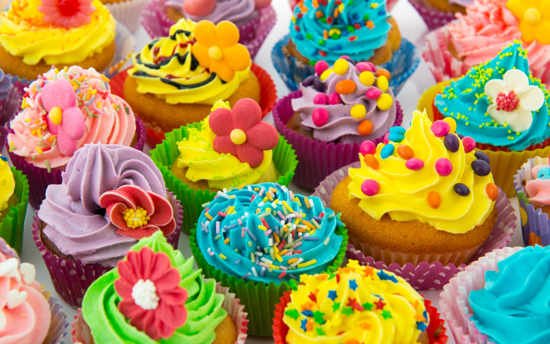 cupcakes-colorful-dessert.jpg