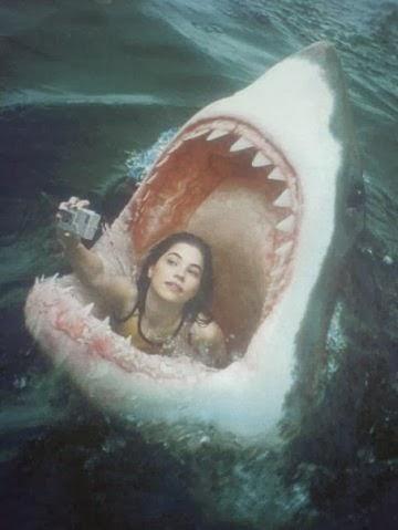 funny-jaws-woman-selfie-facebook.jpg