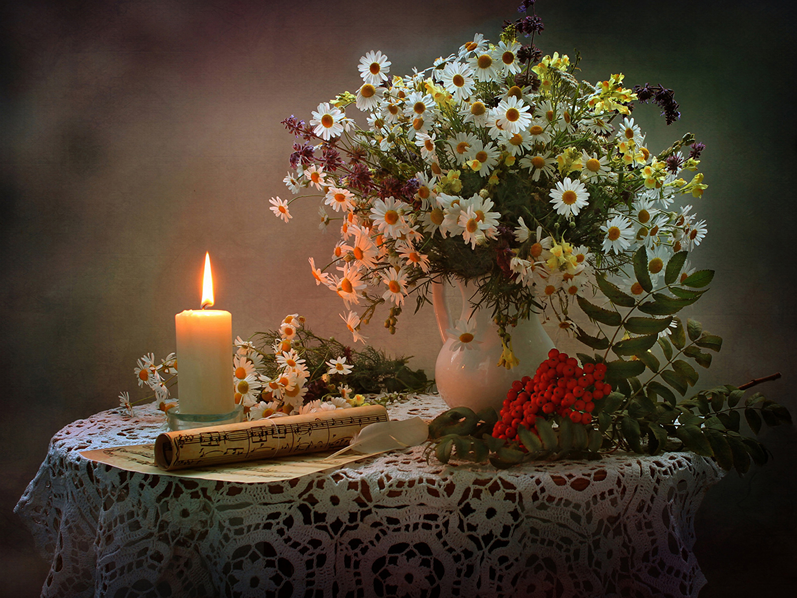 Still-life_Bouquets_Camomiles_Candles_Sorbus_Notes_547078_1600x1200.jpg
